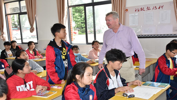 鄂州职业大学:外语课部送教下乡 点燃农村孩子学习英语热情