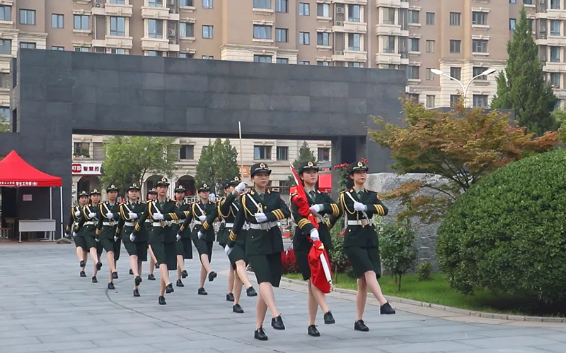 请党放心,强国有我!中华女子学院在新学期升旗仪式上发出青春誓言
