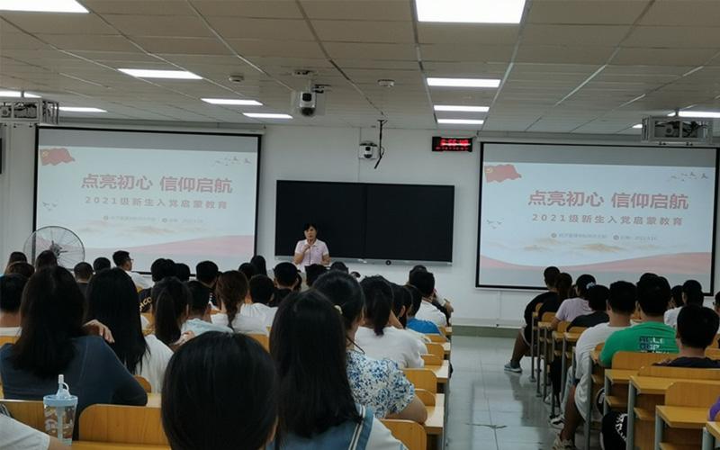 筑梦青春,助你成长——广西交通职业技术学院开展新生入学教育